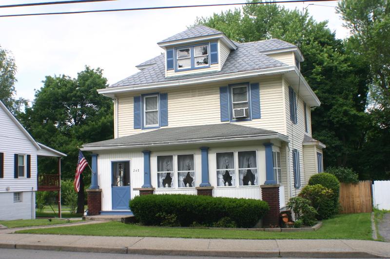 Частный односемейный дом для того Продажа на 248 N Main Street Wharton, Нью-Джерси 07885 Соединенные Штаты