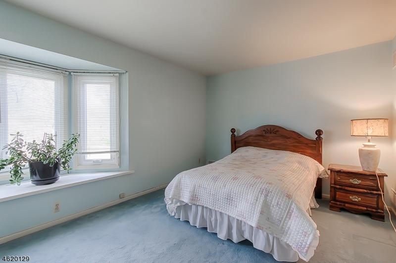 Additional photo for property listing at 1 TULIP LANE  Denville, 新泽西州 07834 美国