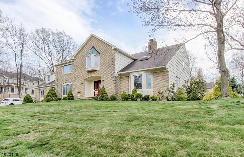 Maison unifamiliale pour l Vente à 1 TULIP LANE Denville, New Jersey 07834 États-Unis