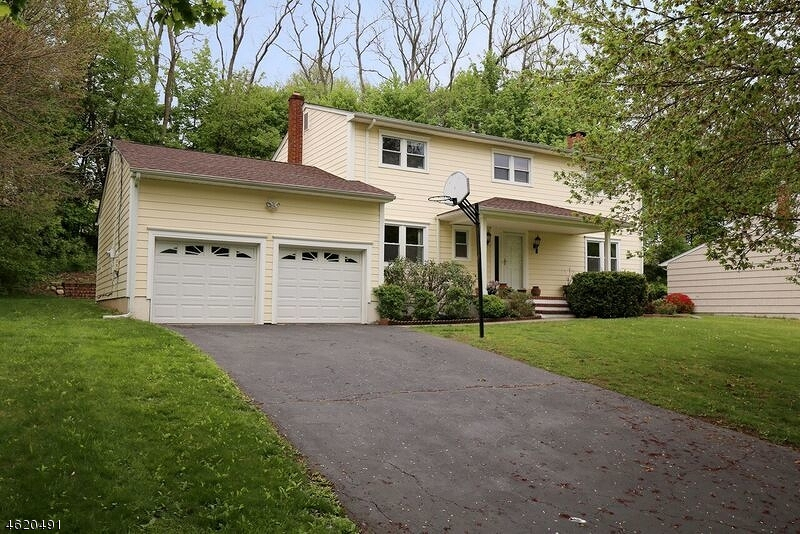 Single Family Home for Sale at 9 Crawford Road Morris Plains, New Jersey 07950 United States