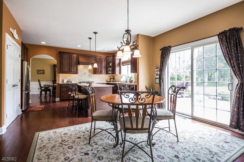 Additional photo for property listing at 4 Santoro Court  Somerville, Nueva Jersey 08876 Estados Unidos