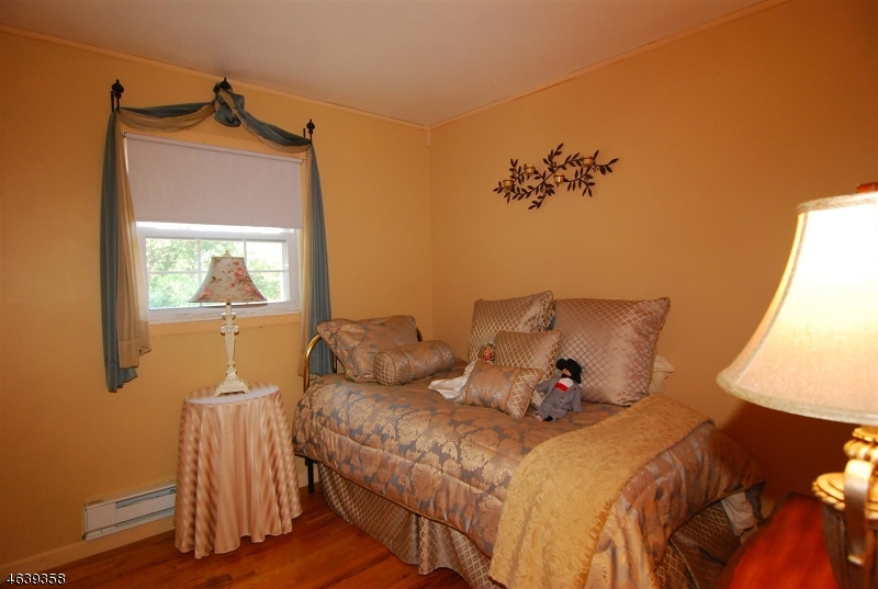 Additional photo for property listing at 17 BILLINGS Road  Hopatcong, New Jersey 07843 États-Unis