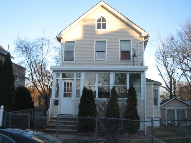 Maison unifamiliale pour l Vente à 20 Lake Street East Orange, New Jersey 07017 États-Unis