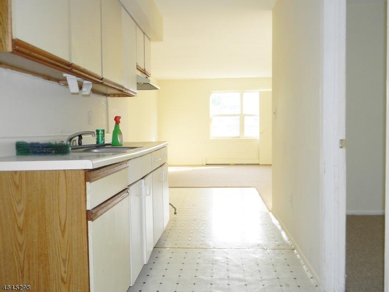 Частный односемейный дом для того Продажа на 267 Park Ave, UNIT 4D East Orange, Нью-Джерси 07017 Соединенные Штаты