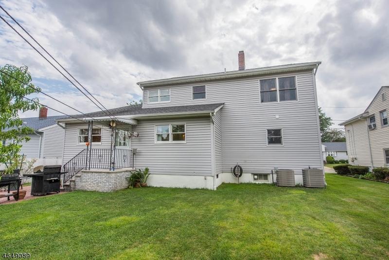 Additional photo for property listing at 22 Pilgrim Drive  Clifton, Nueva Jersey 07013 Estados Unidos
