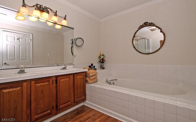 Additional photo for property listing at 36 Wildflower Lane  Morristown, Нью-Джерси 07960 Соединенные Штаты
