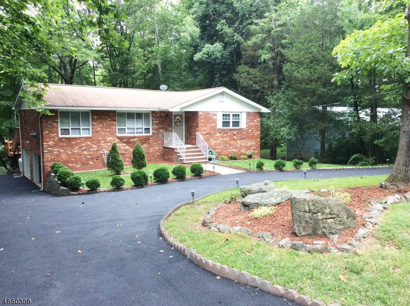 Maison unifamiliale pour l Vente à 951 Cedar Drive Newton, New Jersey 07860 États-Unis