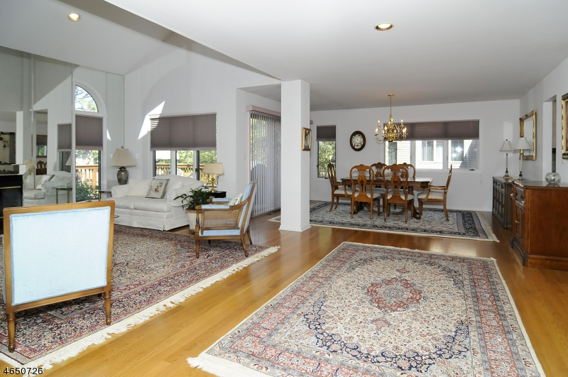 Additional photo for property listing at 164 Van Winkle Lane  Mahwah, Nueva Jersey 07430 Estados Unidos