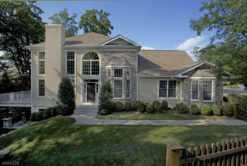Casa Unifamiliar por un Venta en 24 Young Court Chester, Nueva Jersey 07930 Estados Unidos