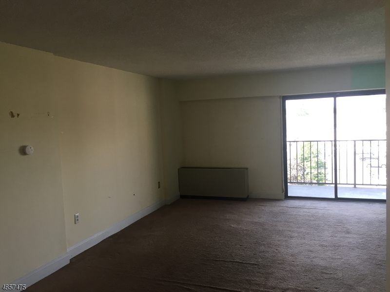 Additional photo for property listing at 10 N Wood Ave, UNIT 418  Linden, New Jersey 07036 United States