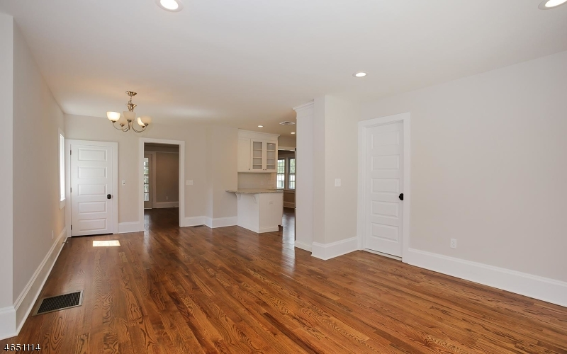 Additional photo for property listing at 7 Elmer Avenue  Bernardsville, New Jersey 07924 États-Unis