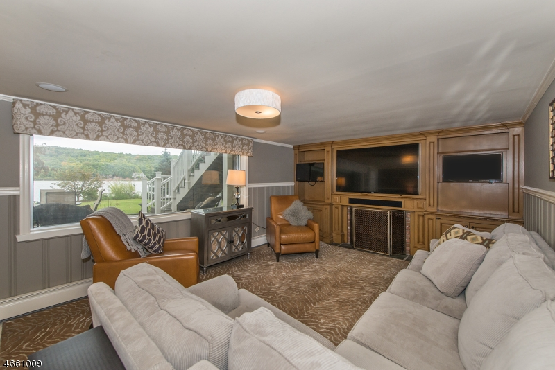 Additional photo for property listing at 1066 Pines Lake Dr W  Wayne, New Jersey 07470 États-Unis