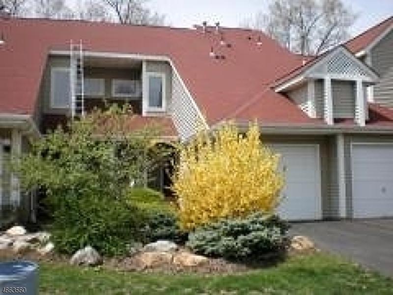 Частный односемейный дом для того Аренда на 3 Pine Hollow Court Oak Ridge, Нью-Джерси 07438 Соединенные Штаты