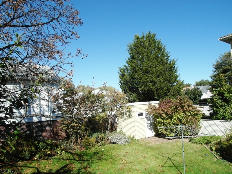 Additional photo for property listing at 195 Kipp Avenue  Elmwood Park, New Jersey 07407 United States