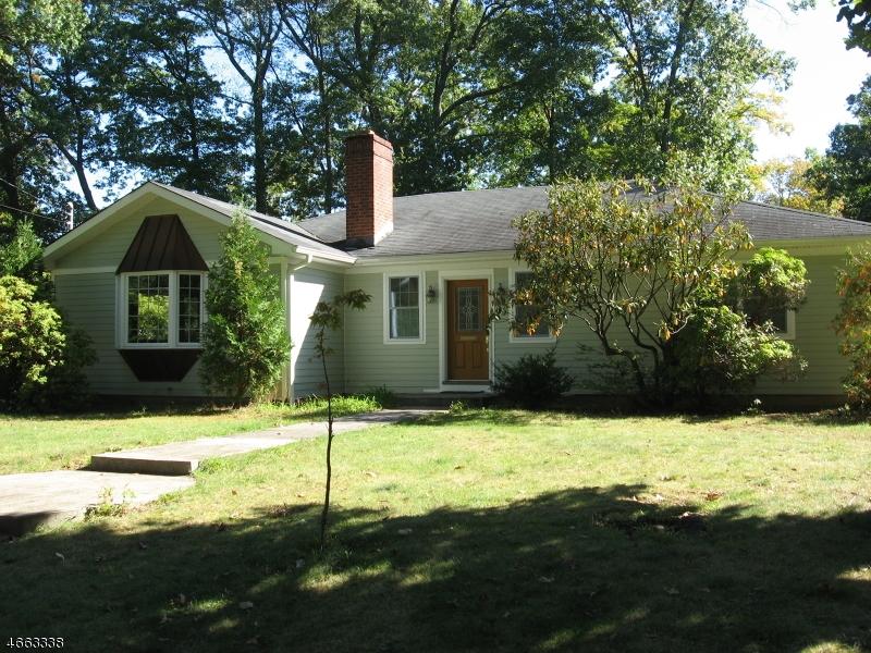 Maison unifamiliale pour l Vente à 3 Oak Street Allendale, New Jersey 07401 États-Unis