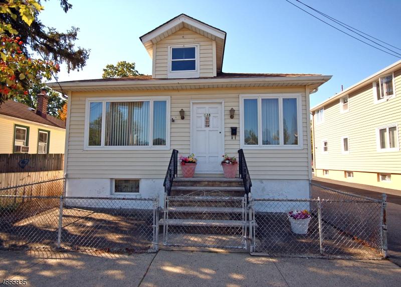 Частный односемейный дом для того Продажа на 138 Grand Avenue Hawthorne, 07506 Соединенные Штаты