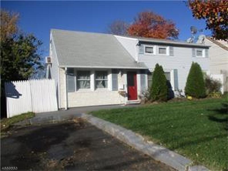 Maison unifamiliale pour l Vente à 403 Remsen Avenue Avenel, New Jersey 07001 États-Unis
