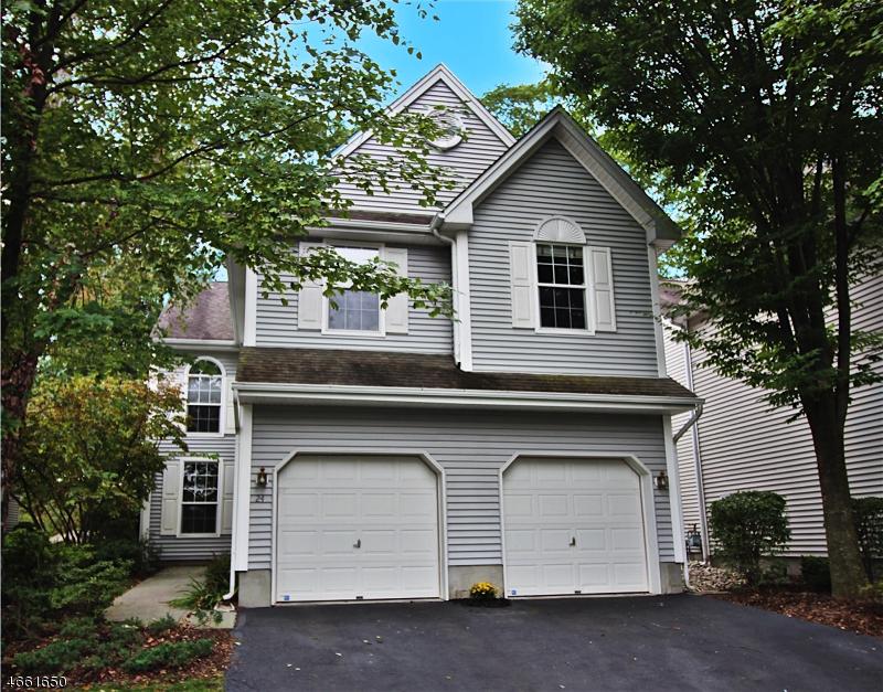 Частный односемейный дом для того Аренда на 24 MULBERRY Lane Mount Arlington, Нью-Джерси 07856 Соединенные Штаты