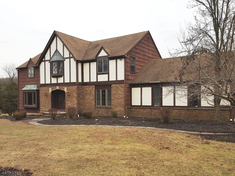 Casa Unifamiliar por un Alquiler en 108 S Honeyman Road Whitehouse Station, Nueva Jersey 08889 Estados Unidos