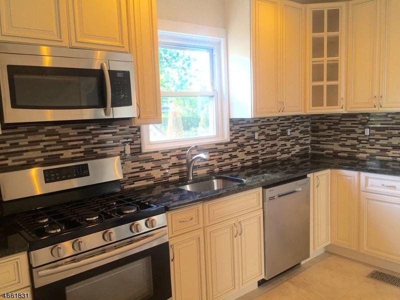 Maison unifamiliale pour l Vente à 121 Cherry Avenue Bound Brook, New Jersey 08805 États-Unis