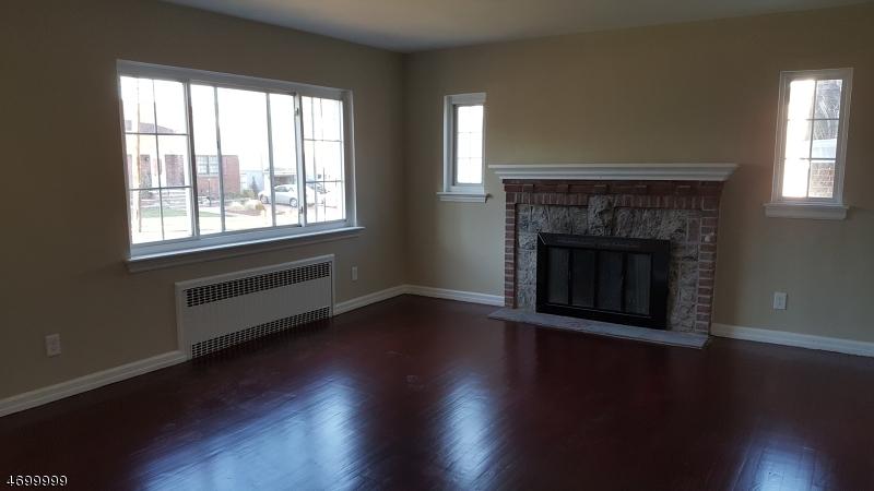 Casa Unifamiliar por un Alquiler en 36 Catherine Ave Unit 1 Saddle Brook, Nueva Jersey 07663 Estados Unidos