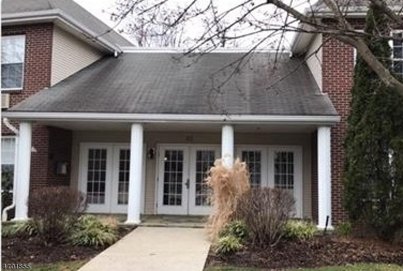 独户住宅 为 销售 在 25 Crest St, UNIT 207 Westwood, 新泽西州 07675 美国