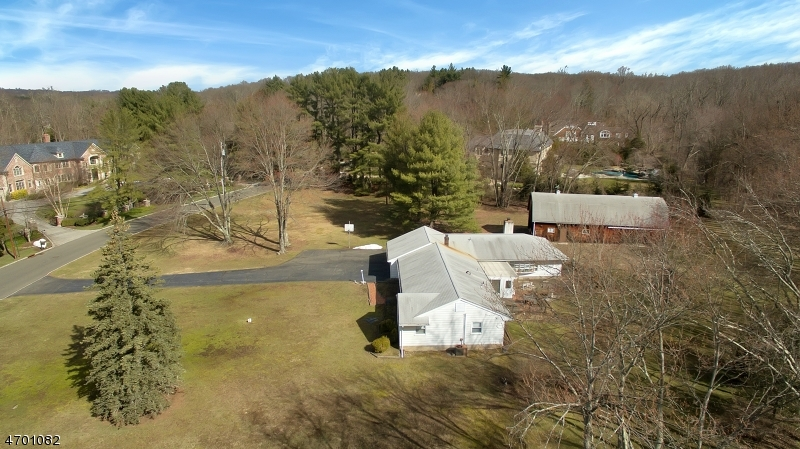 Additional photo for property listing at 15 Oak Road  Saddle River, New Jersey 07458 United States