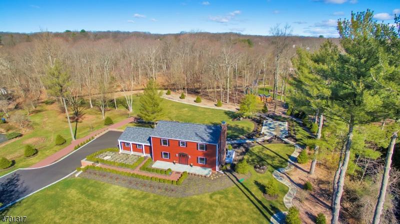 Maison unifamiliale pour l Vente à 186 Forest Road Allendale, New Jersey 07401 États-Unis