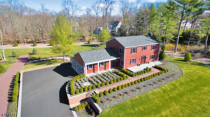 Nhà ở một gia đình vì Bán tại 186 Forest Road Allendale, New Jersey 07401 Hoa Kỳ