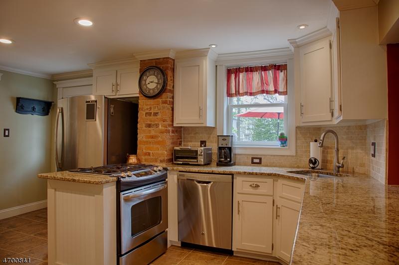 Частный односемейный дом для того Продажа на 312 Lincoln Avenue Dunellen, Нью-Джерси 08812 Соединенные Штаты