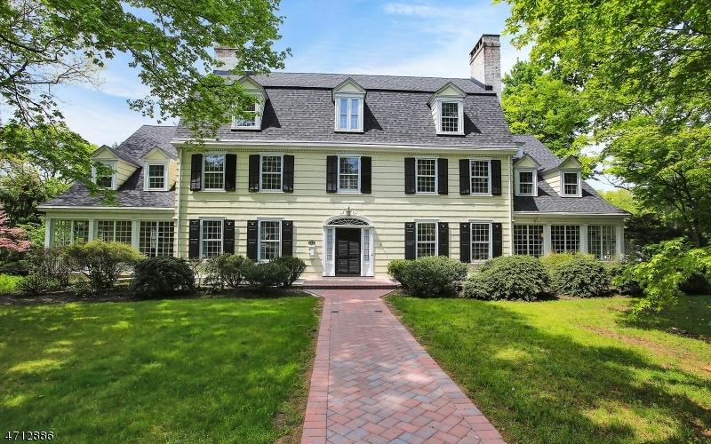 独户住宅 为 销售 在 996 HILLSIDE AVENUE 平原镇, 新泽西州 07060 美国