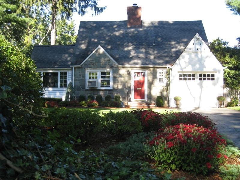 Casa Unifamiliar por un Alquiler en 355 Rugby Court Ridgewood, Nueva Jersey 07450 Estados Unidos