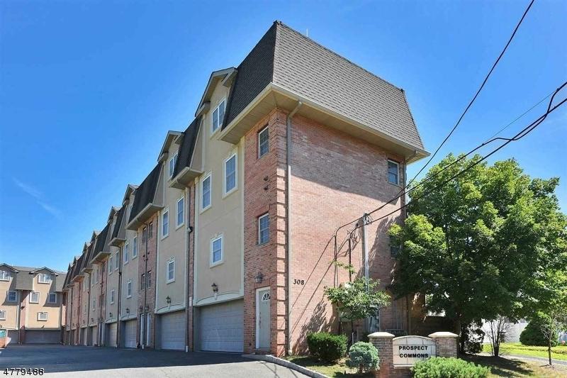 獨棟家庭住宅 為 出售 在 308 Hamilton Place 308 Hamilton Place Hackensack, 新澤西州 07601 美國