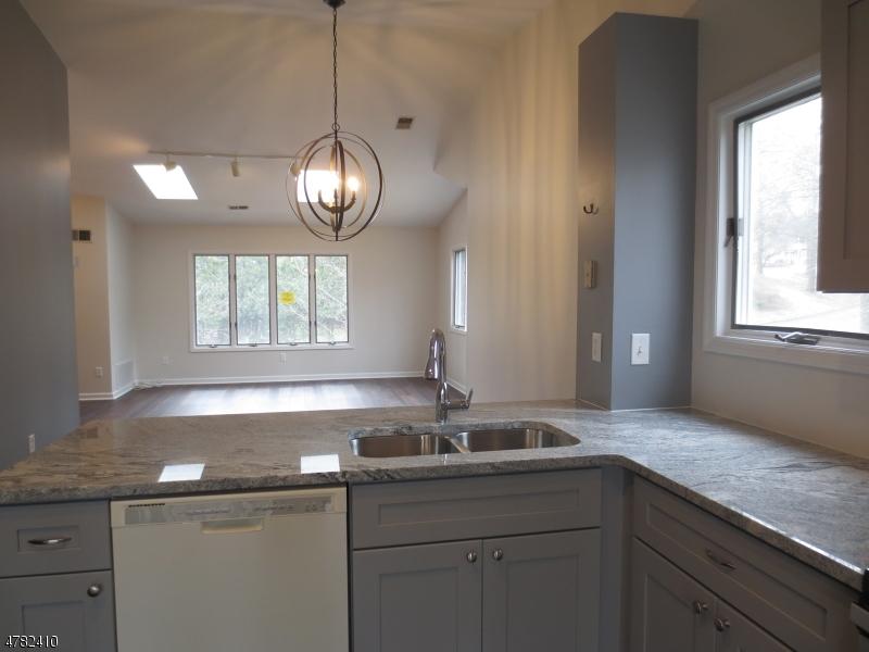Частный односемейный дом для того Аренда на 88 Westchester Ter Clinton, Нью-Джерси 08801 Соединенные Штаты