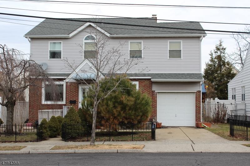 Maison unifamiliale pour l Vente à 21 Elizabeth Court Secaucus, New Jersey 07094 États-Unis