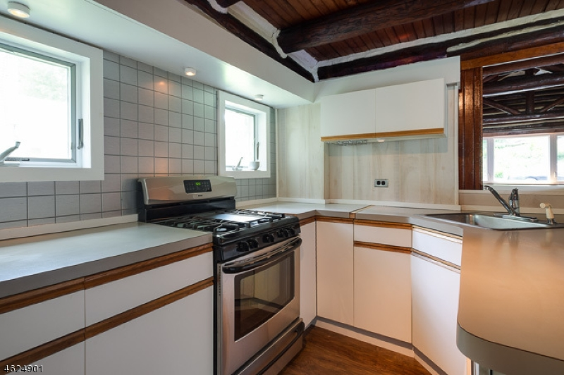 Additional photo for property listing at 24 ANCHOR Avenue  西米尔福德, 新泽西州 07480 美国