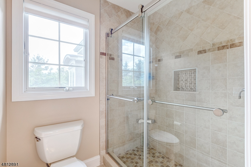 Additional photo for property listing at 16 CHELSEA Court  Bernards Township, New Jersey 07920 États-Unis