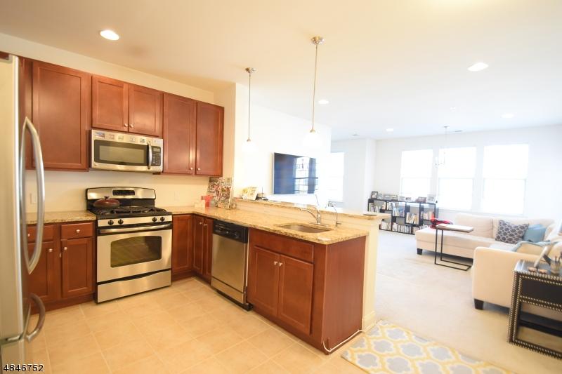 Condo / Townhouse pour l à louer à 3311 RAMAPO Court Riverdale, New Jersey 07457 États-Unis
