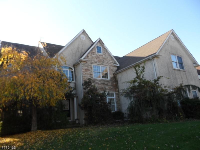 Частный односемейный дом для того Продажа на 8 RAPPLEYE Court West Orange, Нью-Джерси 07052 Соединенные Штаты