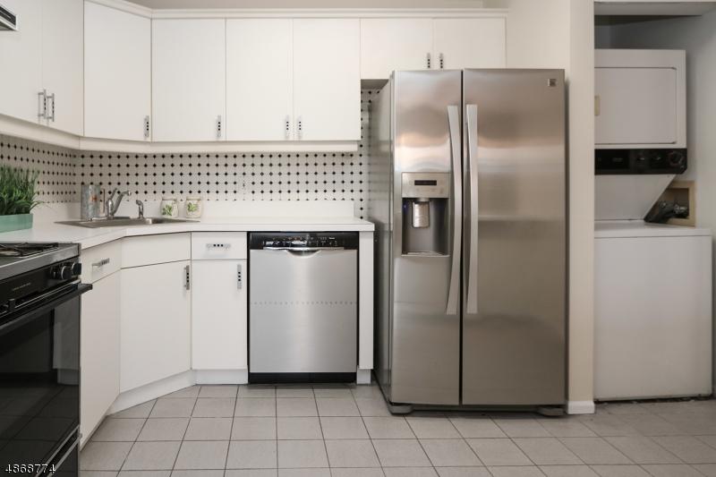 Кондо / дом для того Продажа на 43 COLTON Circle West Orange, Нью-Джерси 07052 Соединенные Штаты