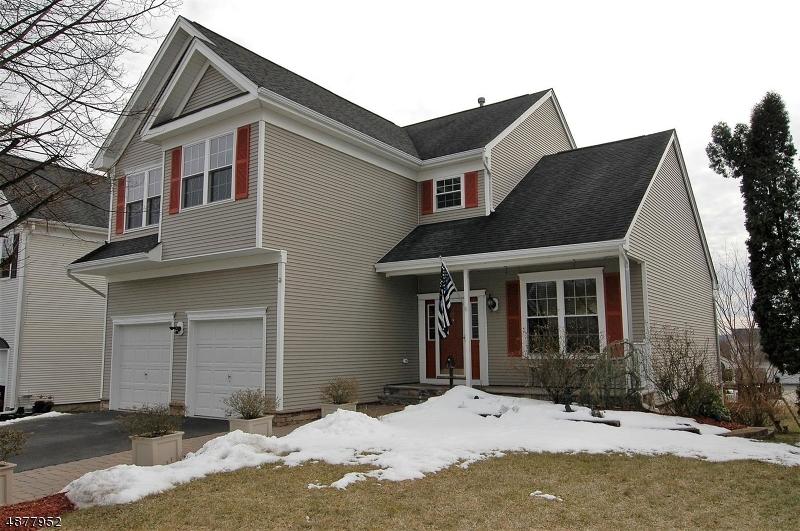 Casa para uma família para Venda às 27 SAXTON Drive Hackettstown, Nova Jersey 07840 Estados Unidos