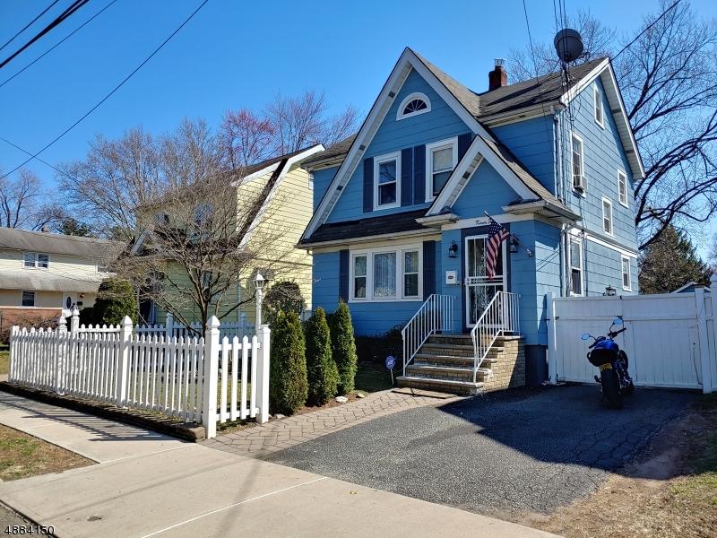 Частный односемейный дом для того Продажа на 24 ANDERSON Avenue Bergenfield, Нью-Джерси 07621 Соединенные Штаты