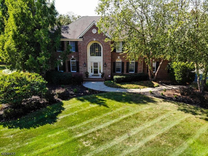 Single Family Homes pour l Vente à 22 RED MAPLE Lane Montgomery, New Jersey 08502 États-Unis
