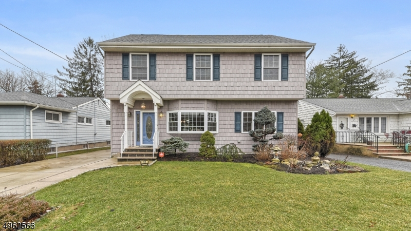 Single Family Homes للـ Sale في Bloomfield, New Jersey 07003 United States