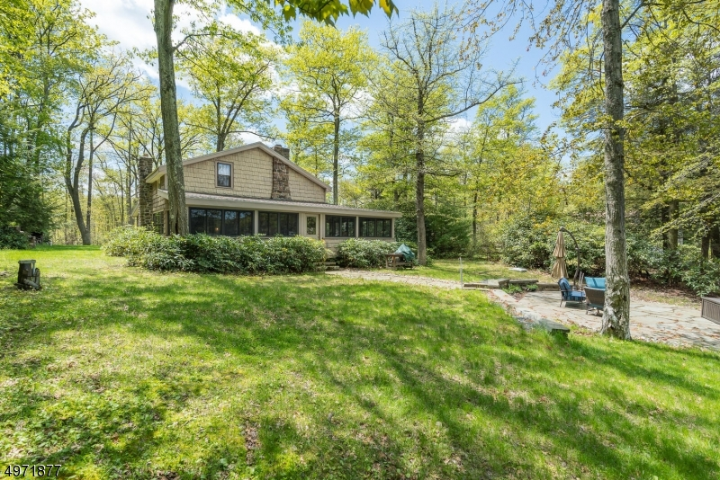 Single Family Homes per Vendita alle ore 151 LAKE END Road Rockaway, New Jersey 07435 Stati Uniti