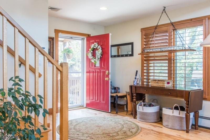 Single Family Homes para Venda às Hopatcong, Nova Jersey 07843 Estados Unidos