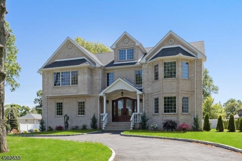 Single Family Homes pour l Vente à Clark, New Jersey 07066 États-Unis