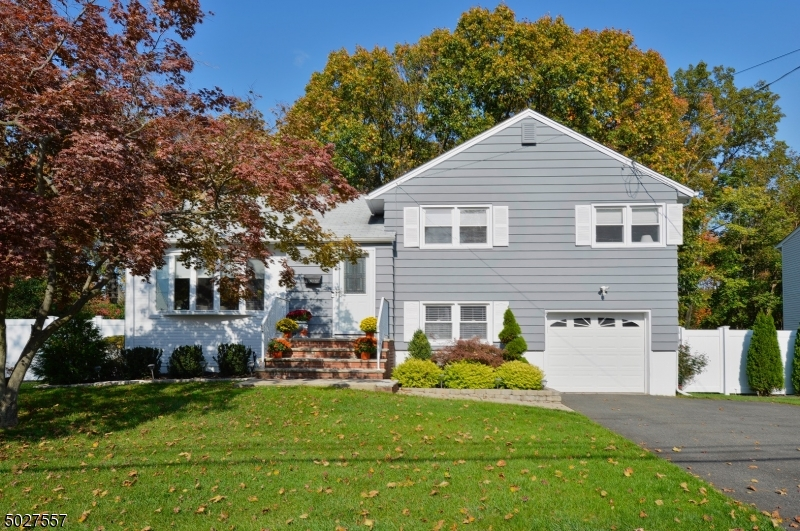 Single Family Homes للـ Sale في Fair Lawn, New Jersey 07410 United States