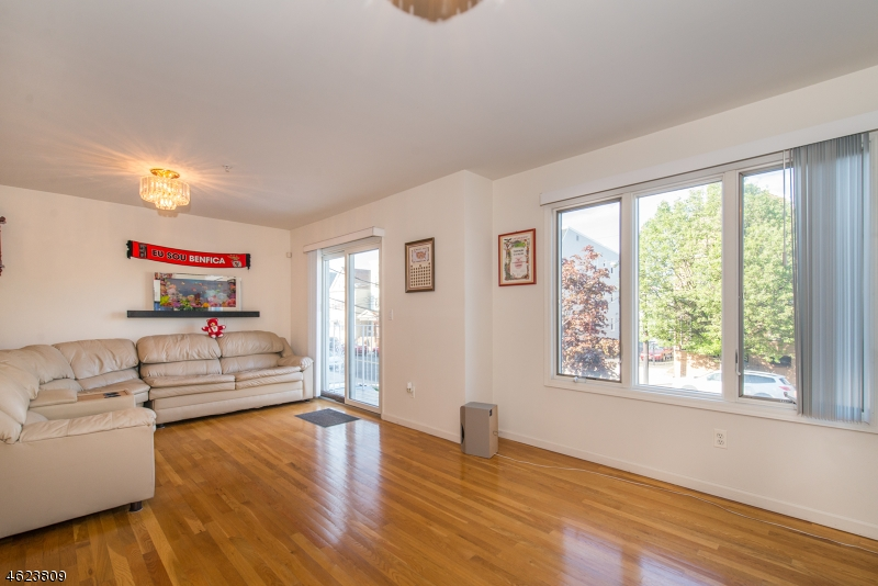 Additional photo for property listing at 115 Brill Street  Newark, Нью-Джерси 07105 Соединенные Штаты