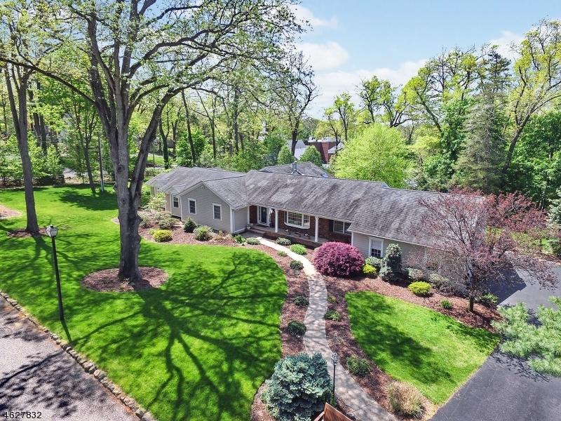 独户住宅 为 销售 在 5 Bradley Court Essex Fells, 07021 美国